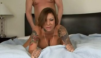 Flawless sexy babe masturbating her pussy