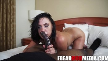 https://www.malayfuck.net/video/2303/lesbians-spend-their-morning-eating-strawberries-off-each/
