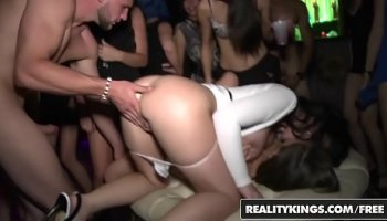 May sakurai and girls are hit in the pool