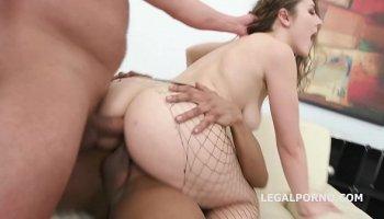 https://www.malayfuck.net/video/3684/booty-and-busty-milf-and-ten-men/