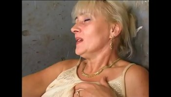https://www.malayfuck.net/video/3150/brutal-strong-milf-with-strap-on/