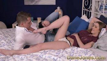 https://www.malayfuck.net/video/3991/fake-hospital-dirty-doctor-gives-blonde-czech-babe-wet-pants/