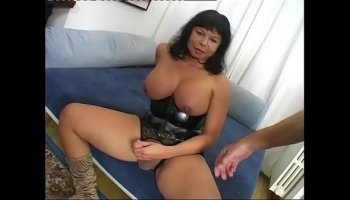 Mature woman Chanel Preston teaches her inexperienced stepdaughter
