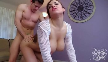 https://www.malayfuck.net/video/3364/young-teacher-lets-students-to-fuck-in-her-place/